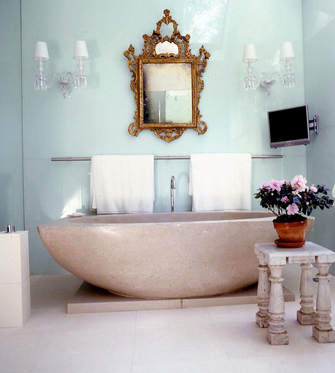 This bathroom designed by Vicente Wolf of Vicente Wolf Associates, Inc. in New York incorporates non-