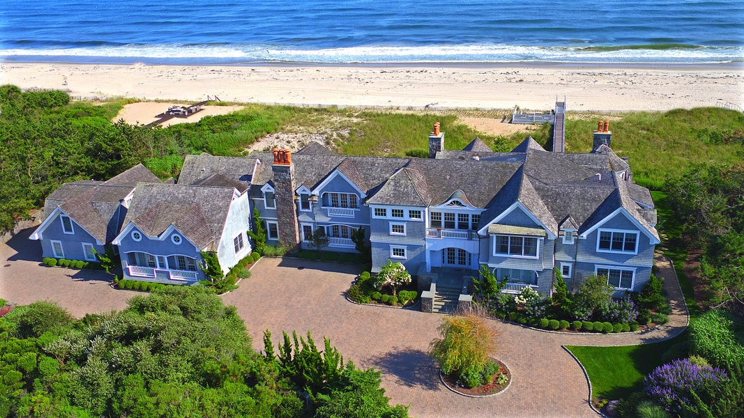10 000 square foot oceanfront house in the hamptons asks for 10000 square feet building