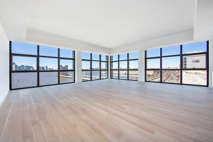 图为特里贝克地区一套全新的四卧四浴水景公寓,月租金为3万2500美元,由道格拉斯艾丽曼经纪人Lila Nejad代理。