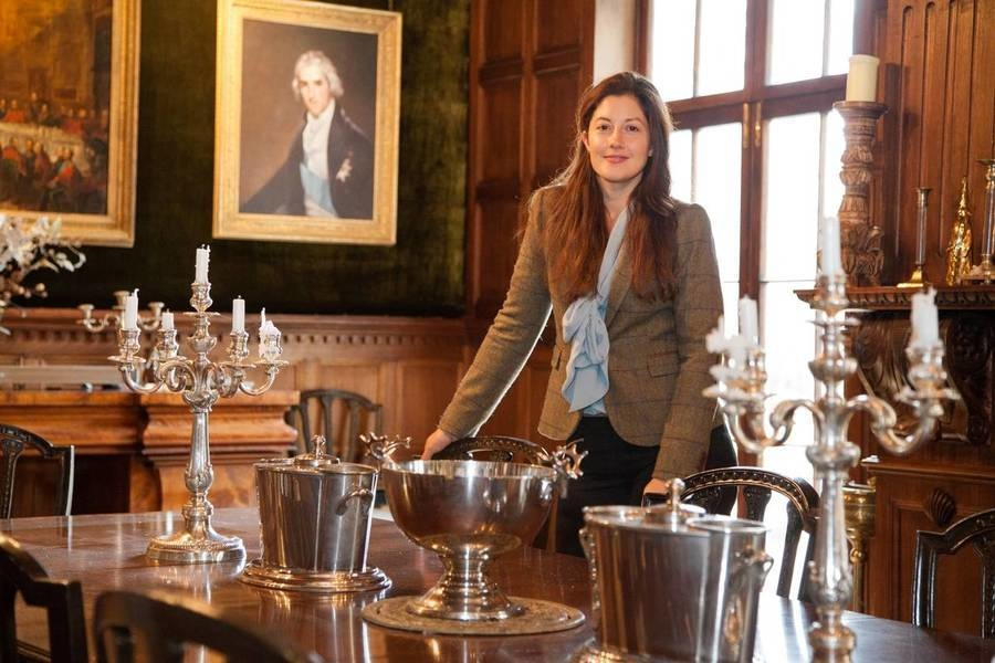 La agente de comprador Harriet Brownell de Private Property Search en un palacete inglés en Herefords