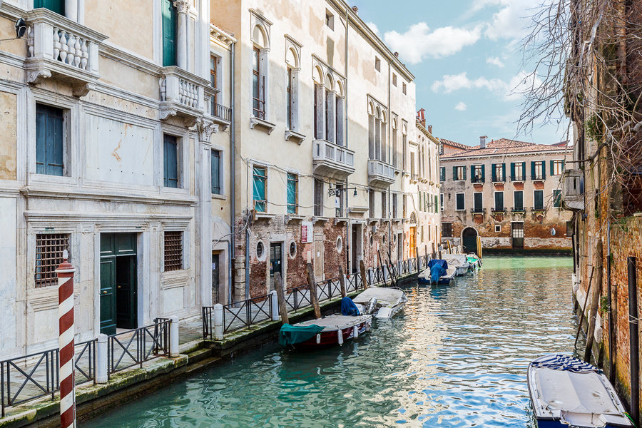 Apartments at the Palazzo, Venice are accessible by private water taxi and some of the apartments hav