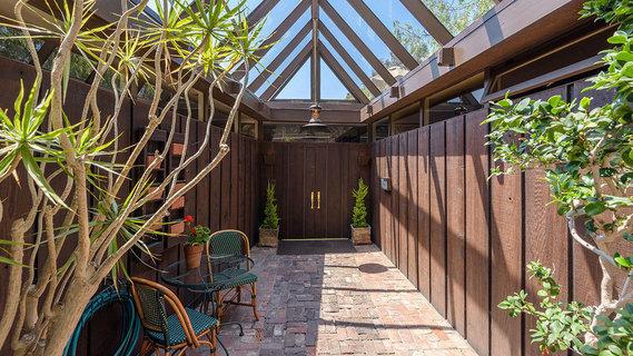 """每日豪宅   坐拥林梢美景的加州隐秘""""树屋"""""""