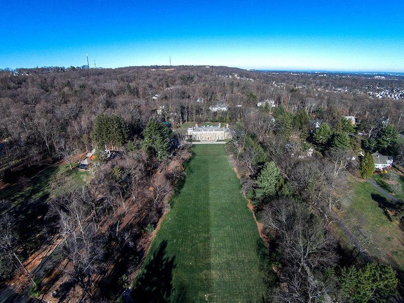 房产占地达六英亩。